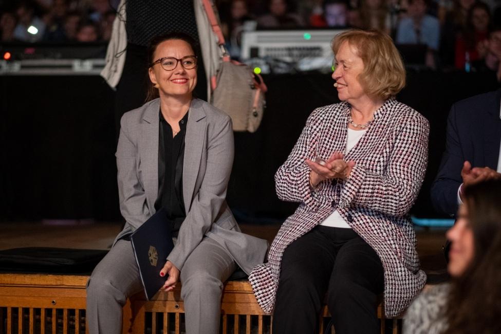 Michelle Müntefering (links), Staatsministerin für internationale Kultur- und Bildungspolitik, und Maria Böhmer, Präsidentin der Deutschen Unesco-Kommission, während des Festakts