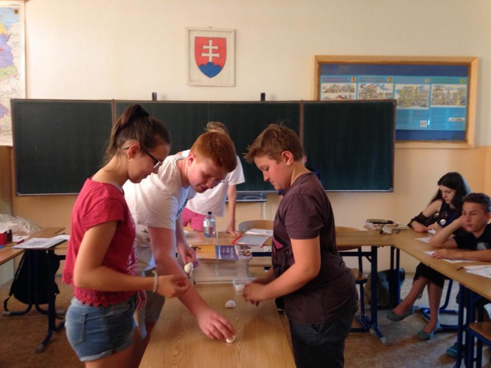 """Im CLIL-Unterricht """"Experimentieren mit Deutsch"""" mit der 7. Klasse."""