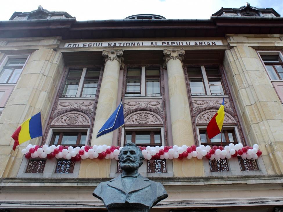 Colegiul Naţional Alexandru Papiu Ilarian: Die Einsatzstelle, in der Carlo sein FSJ geleistet hat