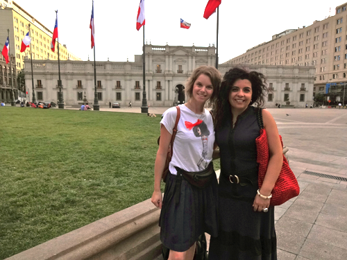 Karen Ranke mit Freundin in Santiago de Chile