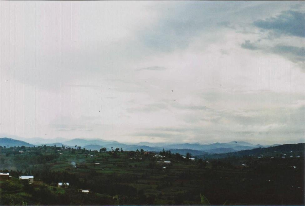 Blick auf Kigali in der Dämmerung