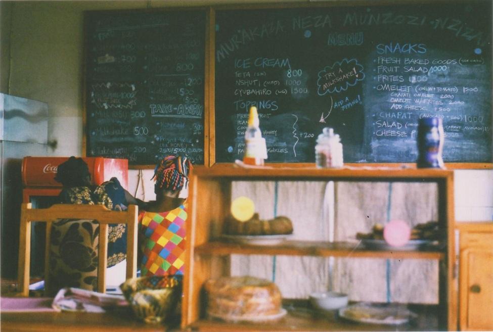 Im Inneren eines Cafés in Kigali