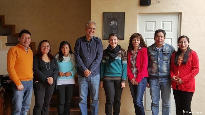 Maria Hacker (5. v.l.) fühlt sich sehr wohl mit ihren Kolleginnen und Kollegen der Fundación para el Periodismo (FPP)