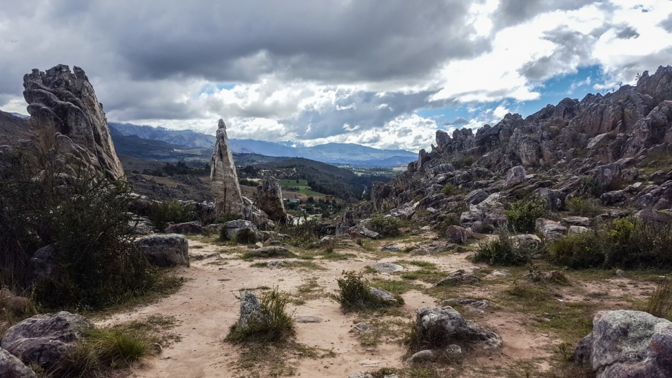 Blick über die peruanisch karge Landschaft