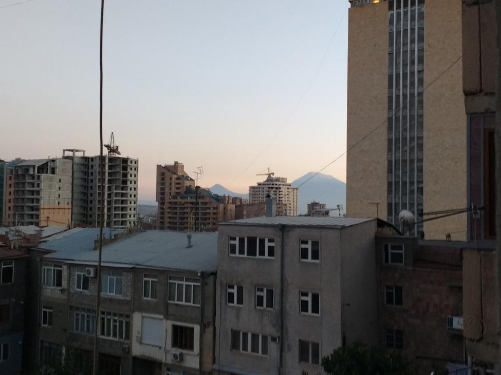 Blick auf Jerewan io Abendlicht