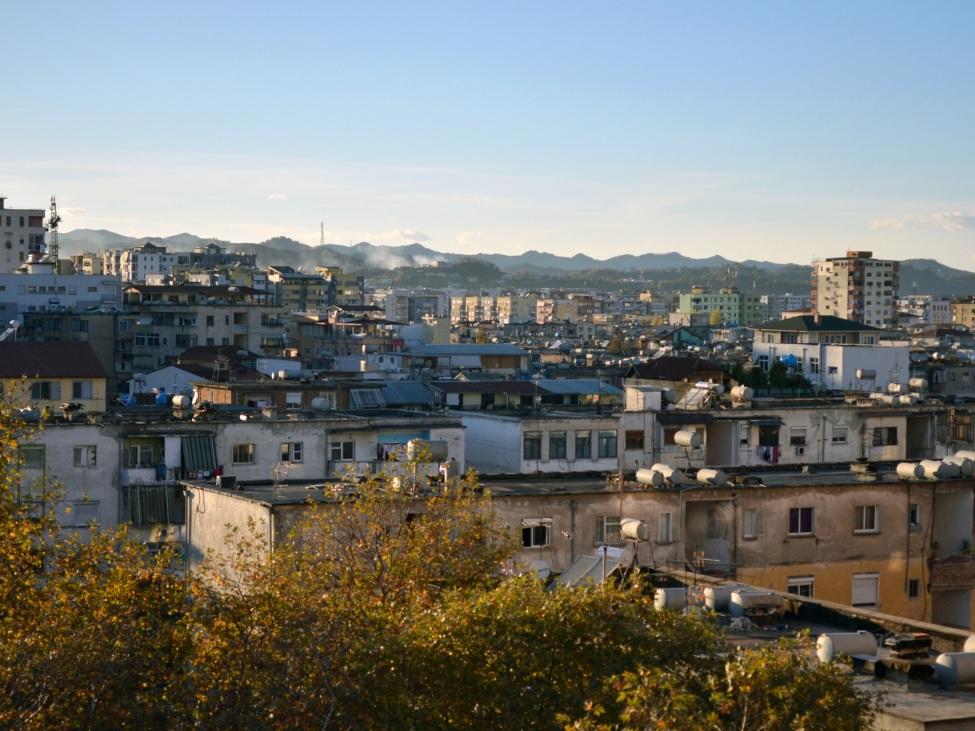 Blick über die Dächer Tiranas
