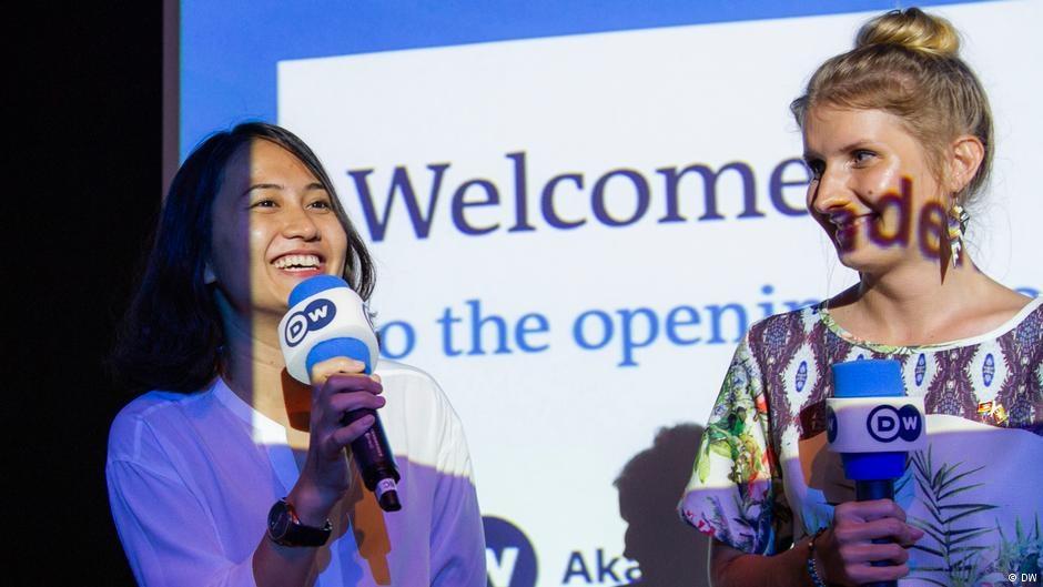 Klara Weidemann (rechts) mit Kollegin Zu Zue in Yangon
