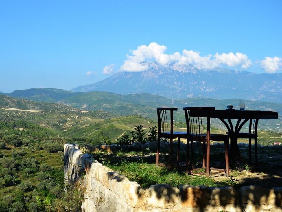 Weiter Blick über die Landschaft Albaniens