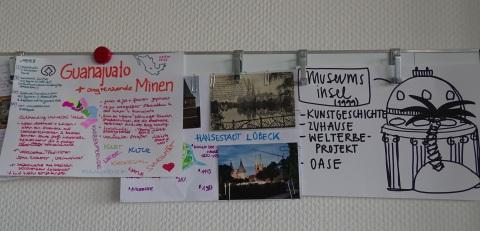 Durch Teamer*innen gestaltete Plakate mit verschiedenen Welterbestätten
