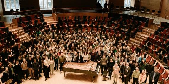 kulturweit-Freiwillige bei ihrer Begrüßung in der Barenboim Said Akademie in Berlin