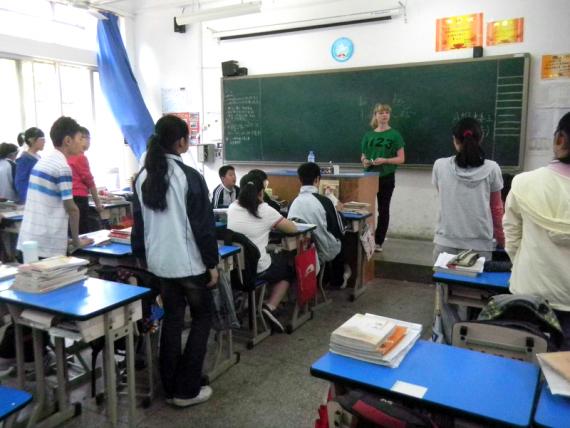 Helen Koepke im Klassenzimmer ihrer Klasse in Wuhan