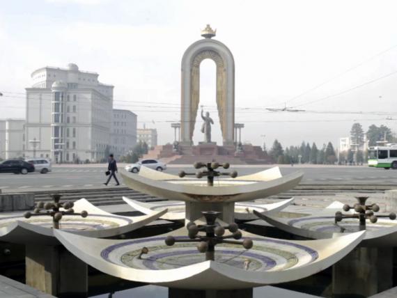 Blick auf Kreuzung in Duschanbe, Tadschikistan