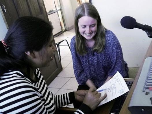 """Saskia beim Redaktionstreffen von CEPRA, dem """"Zentrum für radiophone Produktion und Weiterbildung"""""""