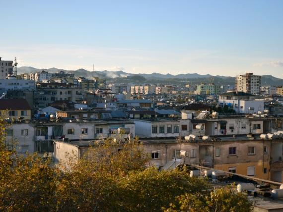 Bilick über die Dächer Tiranas