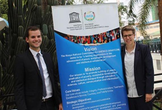Freiwillige Christopher Rohles und Inken Koenemund ibeim UNESCO Clubs Meeting