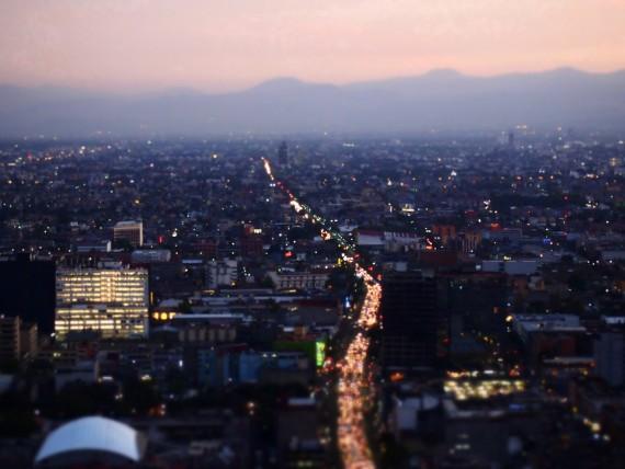 Blick über Mexiko-Stadt in der Abenddämmerung